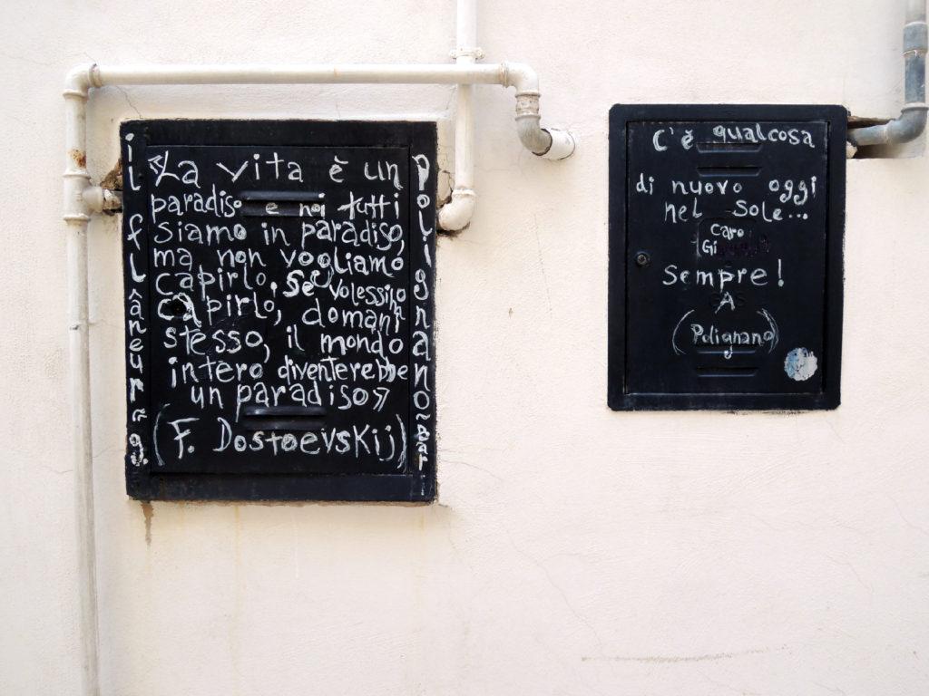 Poesia sui muri a Polignano
