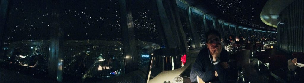 Panoramica del ristorante nella Torre della televisione di Berlino