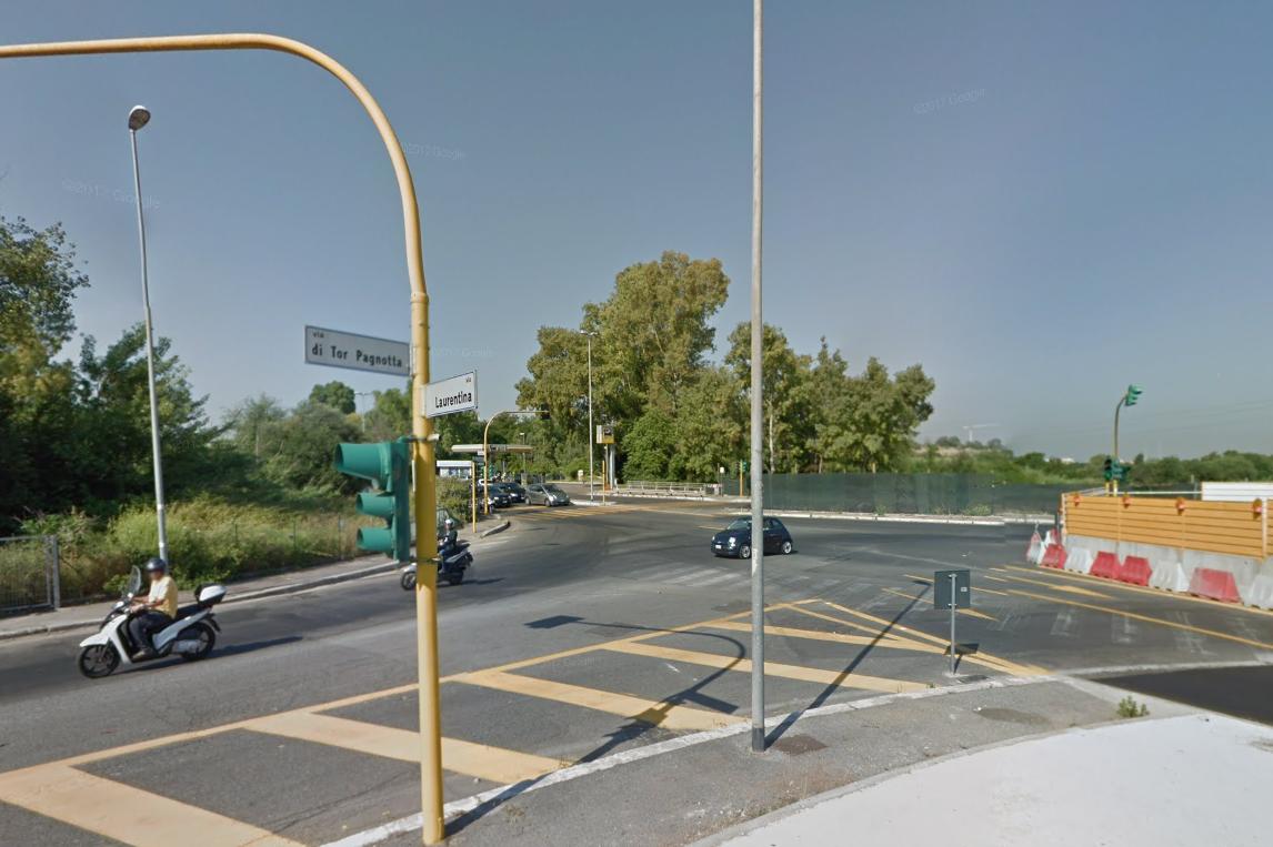 L'incrocio tra via LAurentina e via di Tor Pagnotta
