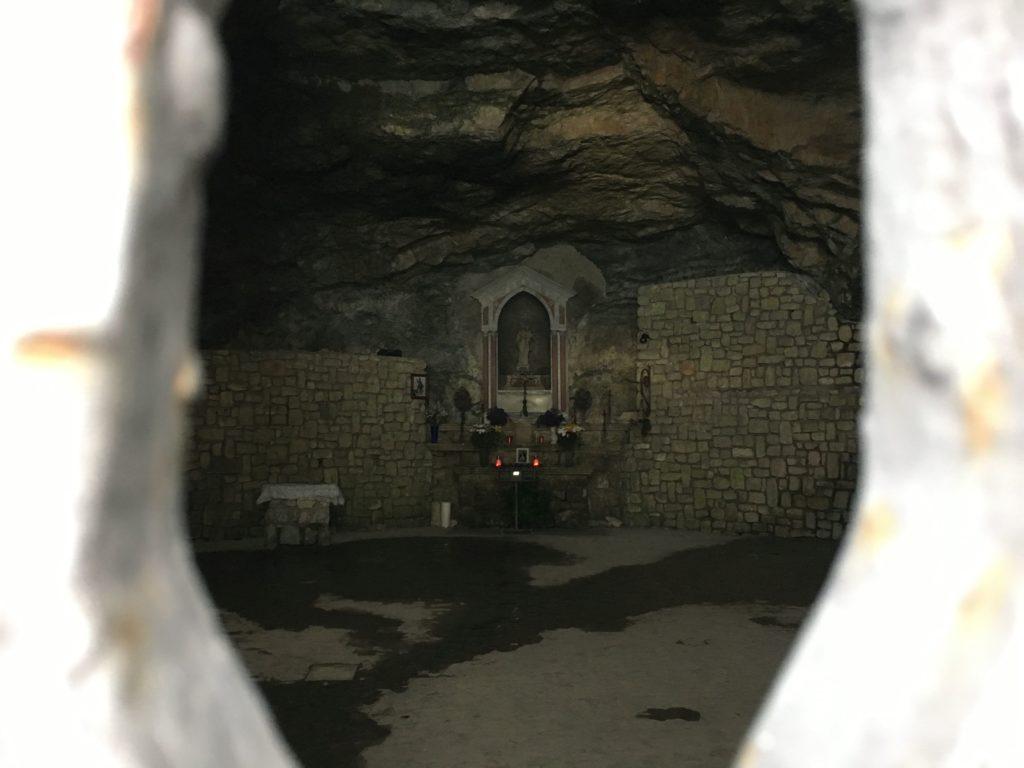 Interno dell'Eremo di San Michele Arcangelo