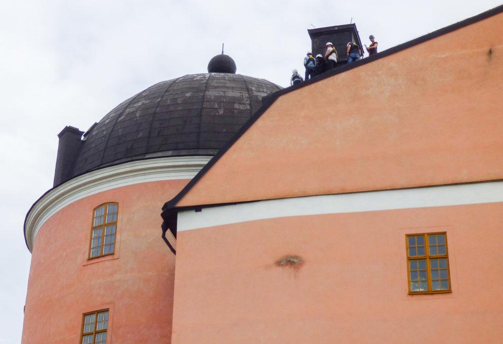 Camminatori sul tetto del castello di Uppsala