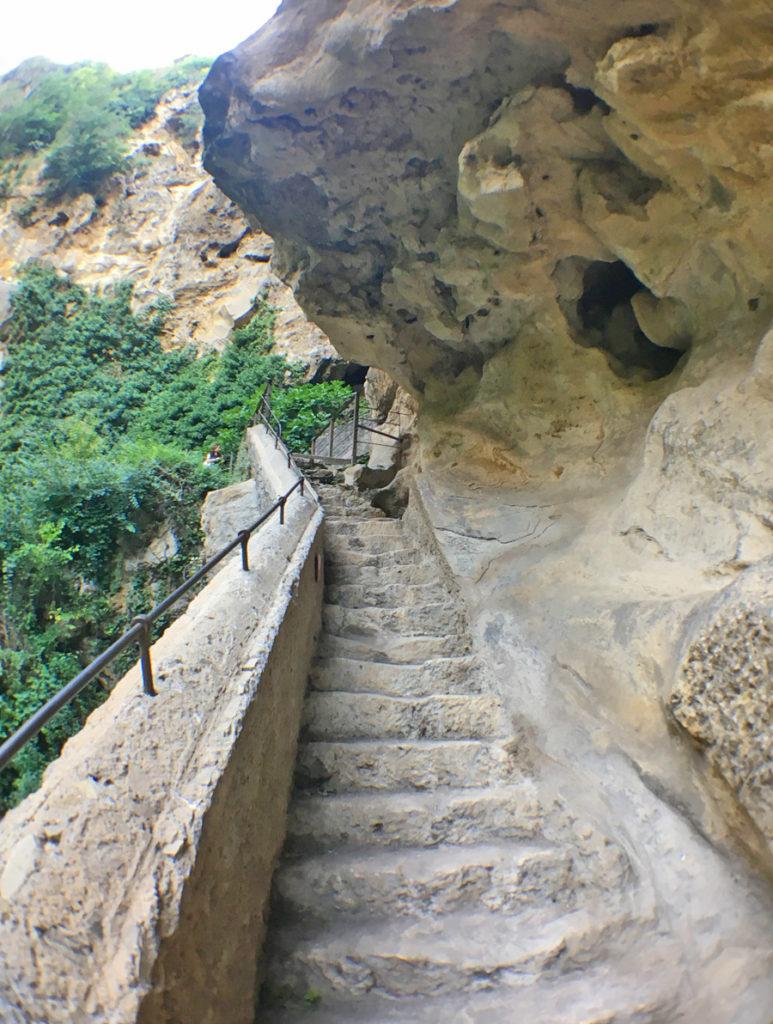 la grotta di Nettuno nel Parco di Villa Gregoriana