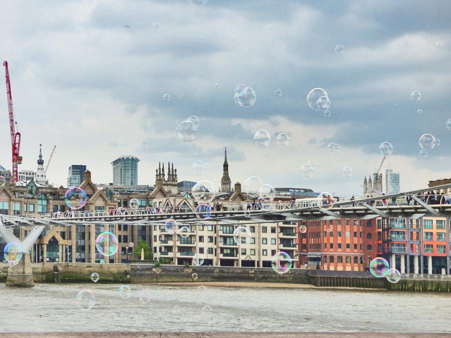 Londra non è solo Big Ben: una veduta della città con in primo piano il Il Millennium Bridge