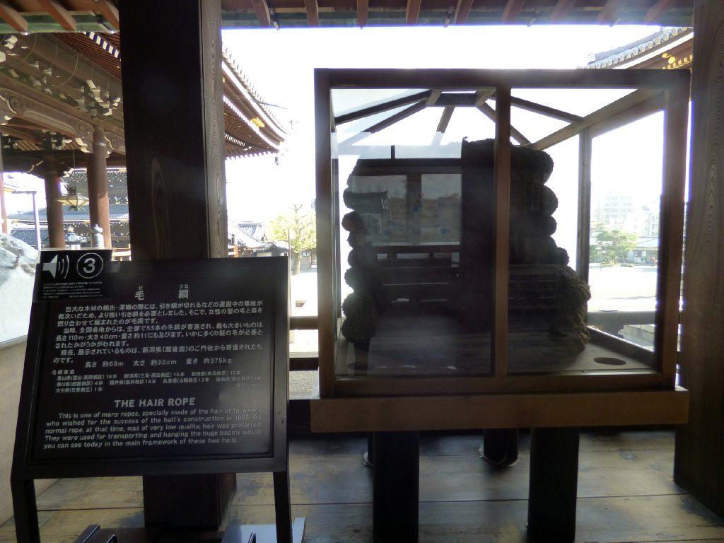 corda fatta di capelli in uno dei templi giapponesi