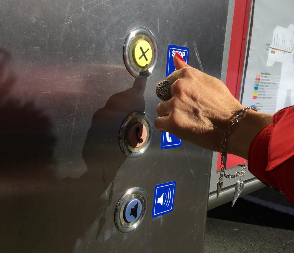 pulsante prenotazione fermate del treno del bernina