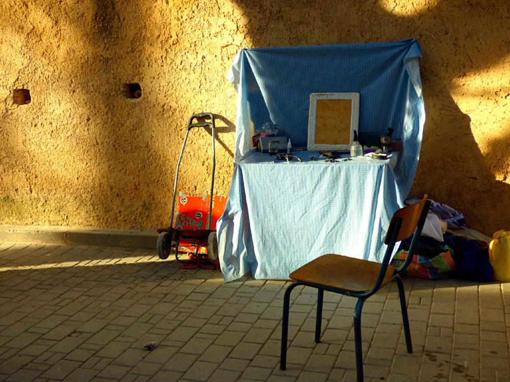 barbiere di strada a Fez