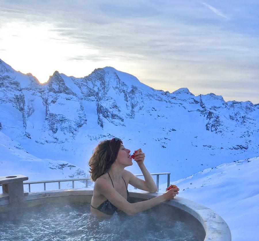 Avete mai fatto un bagno (in inverno) tra le nevi delle Alpi?