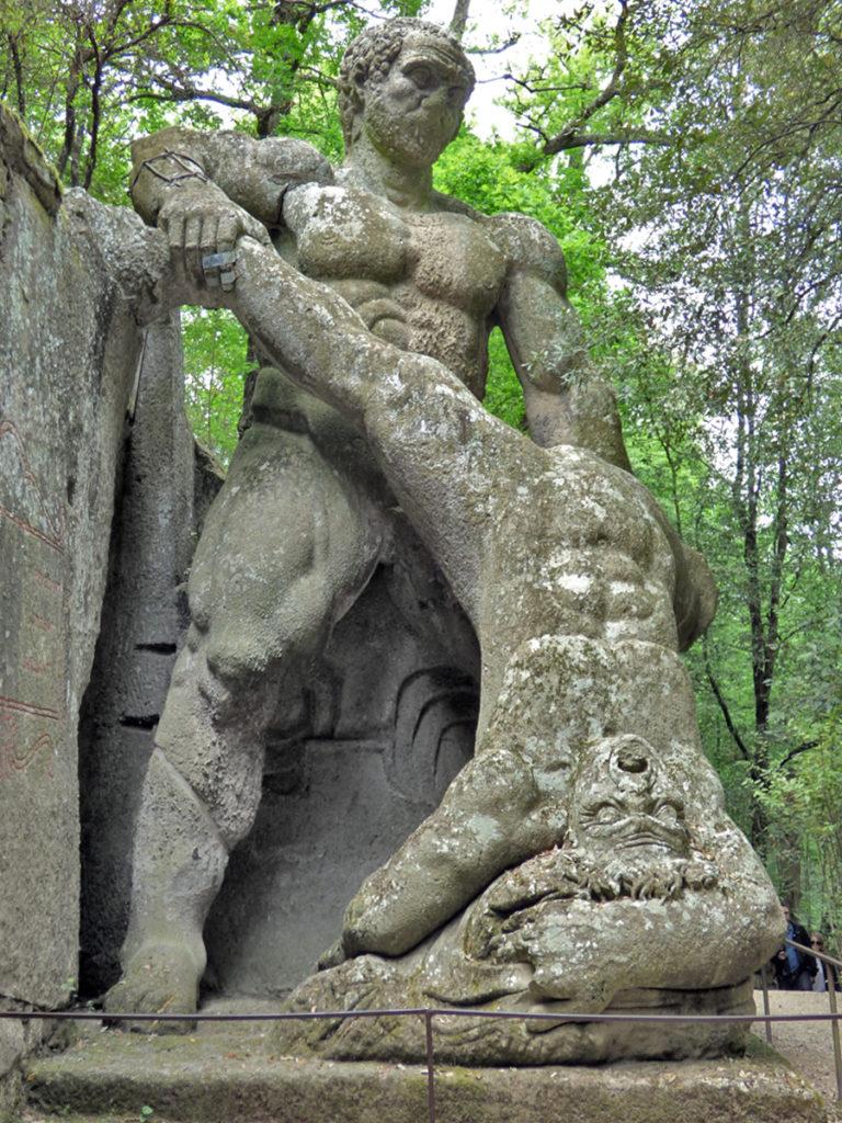 Ercole e Caco nel Parco dei Mostri di Bomarzo