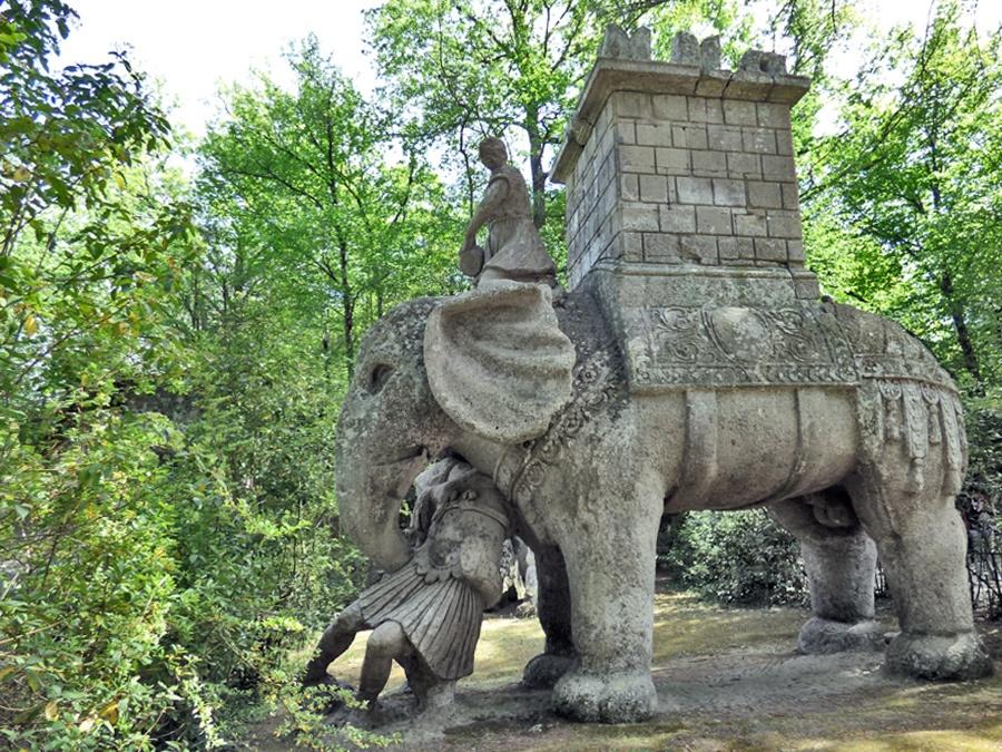 L'elefante del Parco dei mostri di Bomarzo