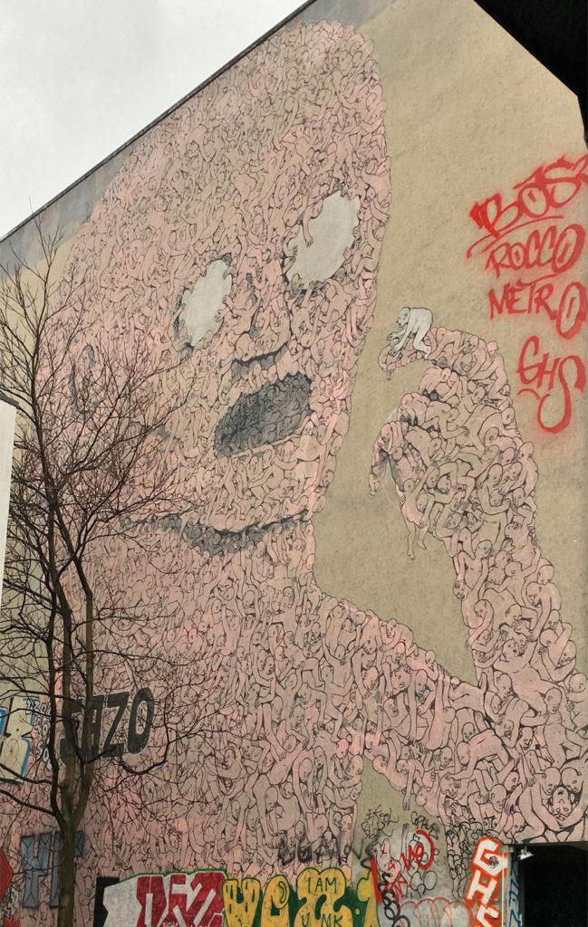Pink murale di Blu