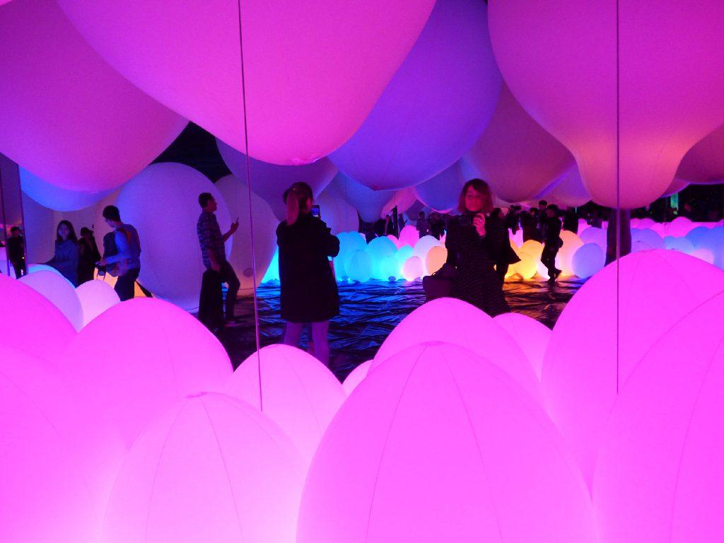Sala con ballon nel Museo virtuale di Tokyo
